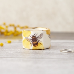 Medium porcelain bee ring pot